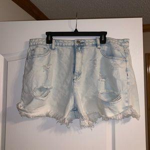frayed denim jean shorts